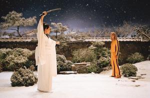 Cena do duelo entre Uma Thurman e Lucy Liu: mais que perfeita.